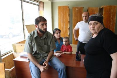 Angehörige der Bombenopfer von Gori berichten von ihren Erlebnissen im Georgien-Krieg.