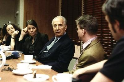 Nachgefragt bei den Verantwortlichen: Hintergrundgespräch mit Shimon Peres in seinem Büro in Tel Aviv.