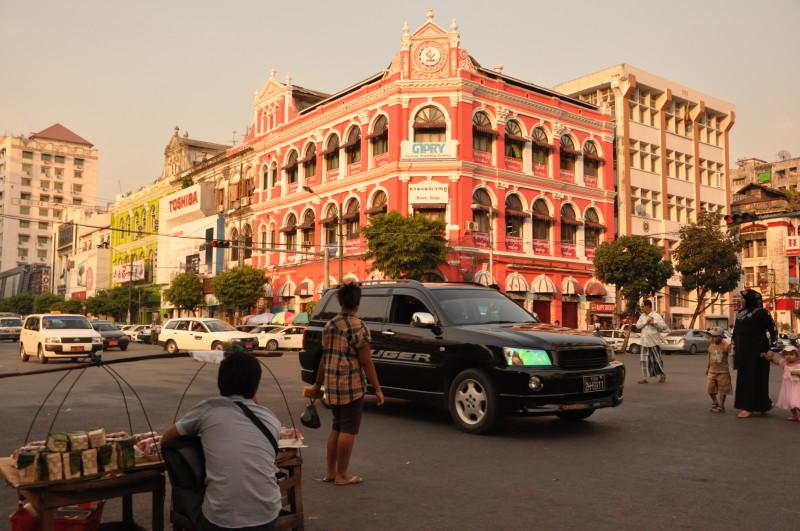 In Yangon, Myanmar - Foto: Max Kuball
